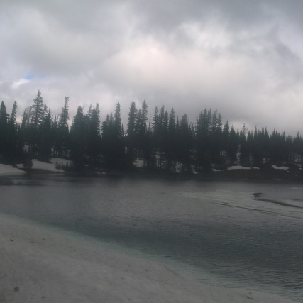 the half frozen Davis Lake