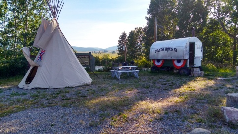 choice of teepee or wagon to stop in in ovander for the night